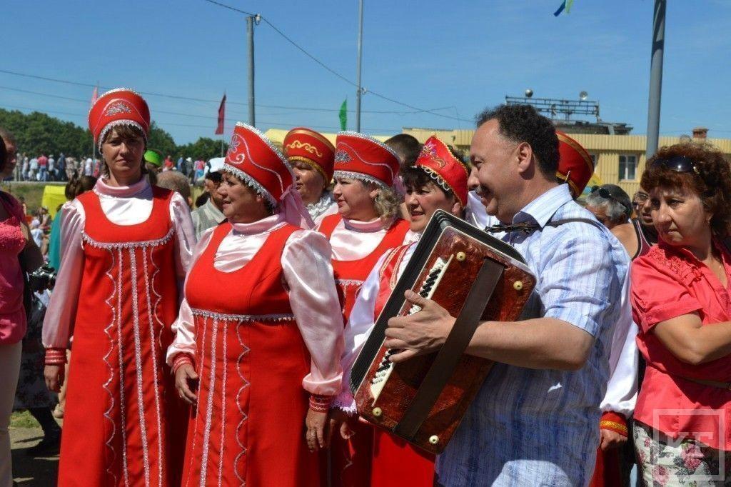 Главный батыр Сабантуя в Чистополе получил «Ладу-Гранту» и барана