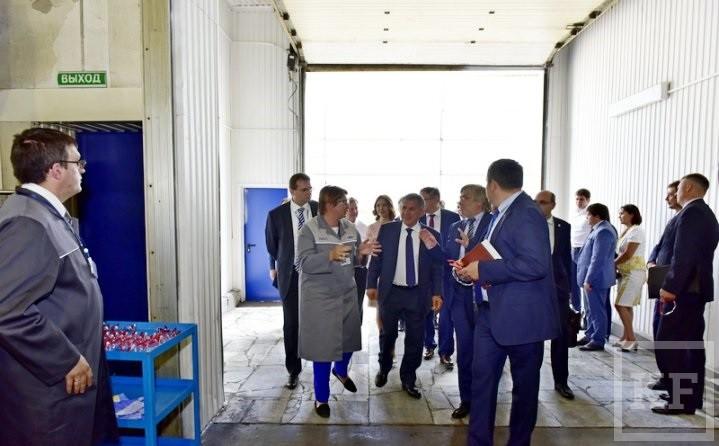 Минниханов открыл отремонтированные за 801,3 млн рублей дороги в промзоне Челнов и побывал на заводе «Федерал-Могул»