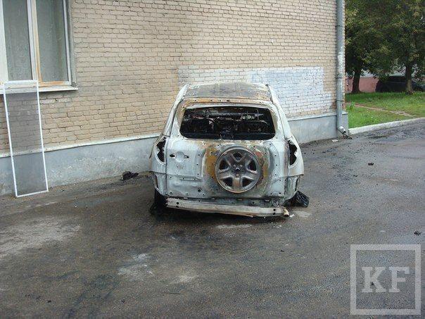 В Казани Toyota врезалась в стену дома и загорелась [фото]
