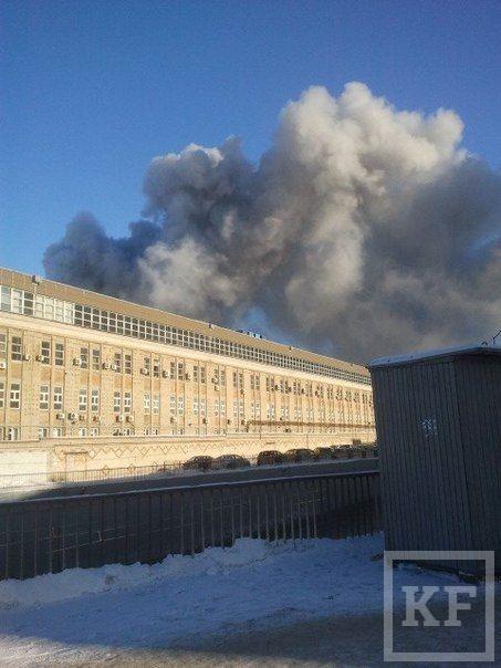 В Казани горит склад, предположительно с подшипниками