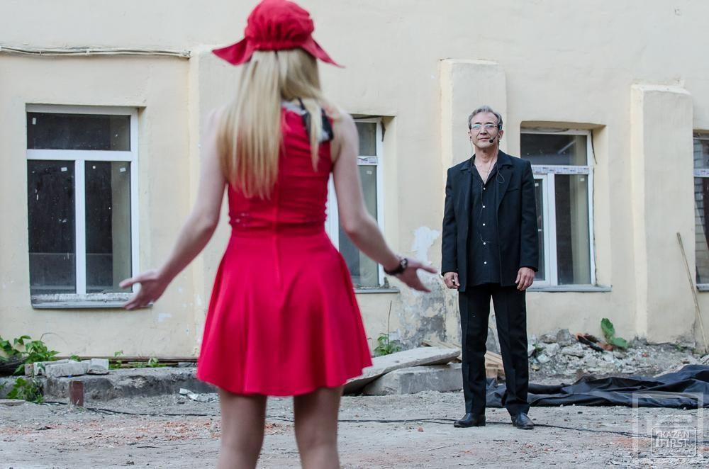 Как швейцарский режиссёр поставил спектакль на заднем дворе «Угла»