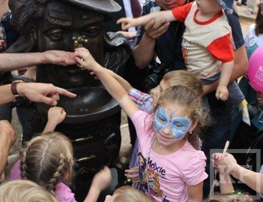 Сегодня в Казани появился памятник Мойдодыру [фото]