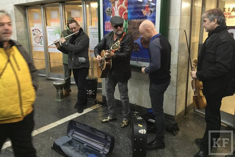Челнинские уличные музыканты жалуются, что власти объявили им войну. В мэрии отвечают, что это неправда