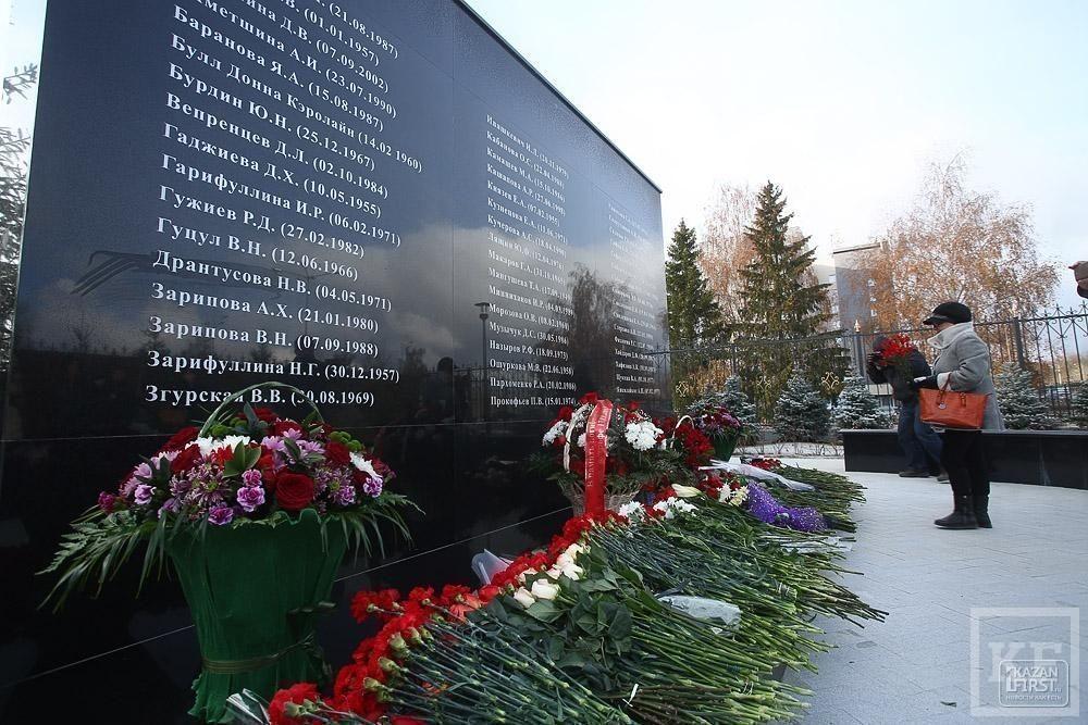 Год спустя: в аэропорту Казани открылся памятник погибшим в катастрофе 2013 года