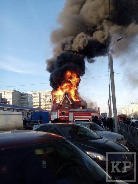 На пересечении улиц Ломжинская и Фучика горит магазин