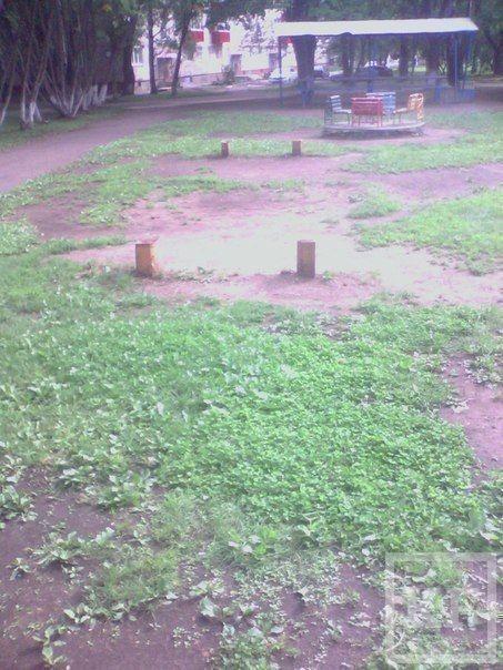 Жители Нижнекамска попросили городские власти привести в порядок детскую площадку в одном из дворов