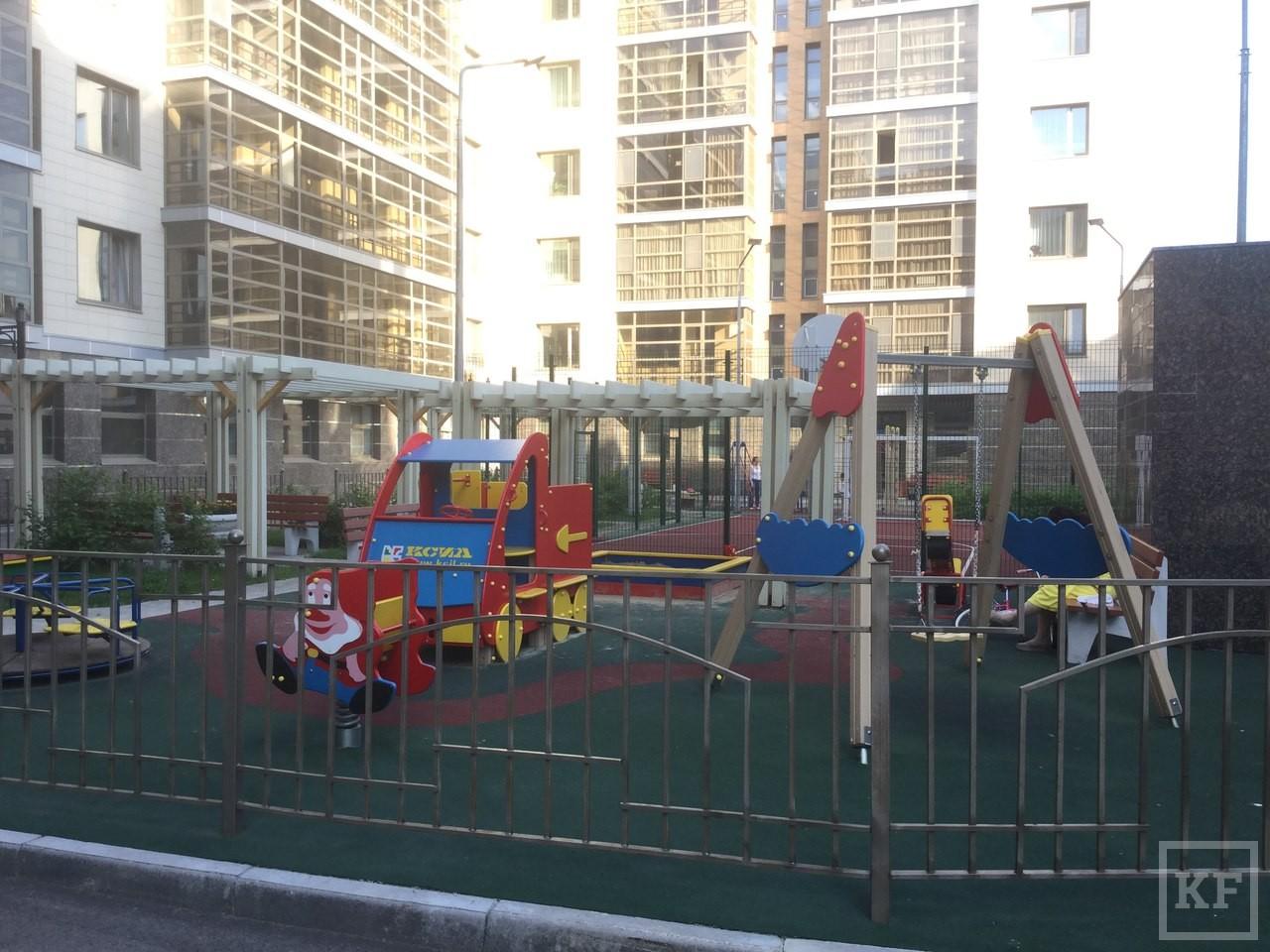 Жители элитного жилья в центре Казани жалуются депутату Айрату Хайруллину. Его компания виновата в строительстве с нарушениями, считают они