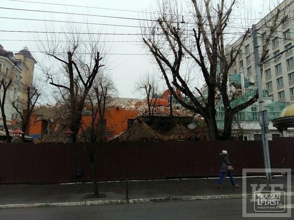 Ресторан «Сахара» в Казани ломают экскаватором