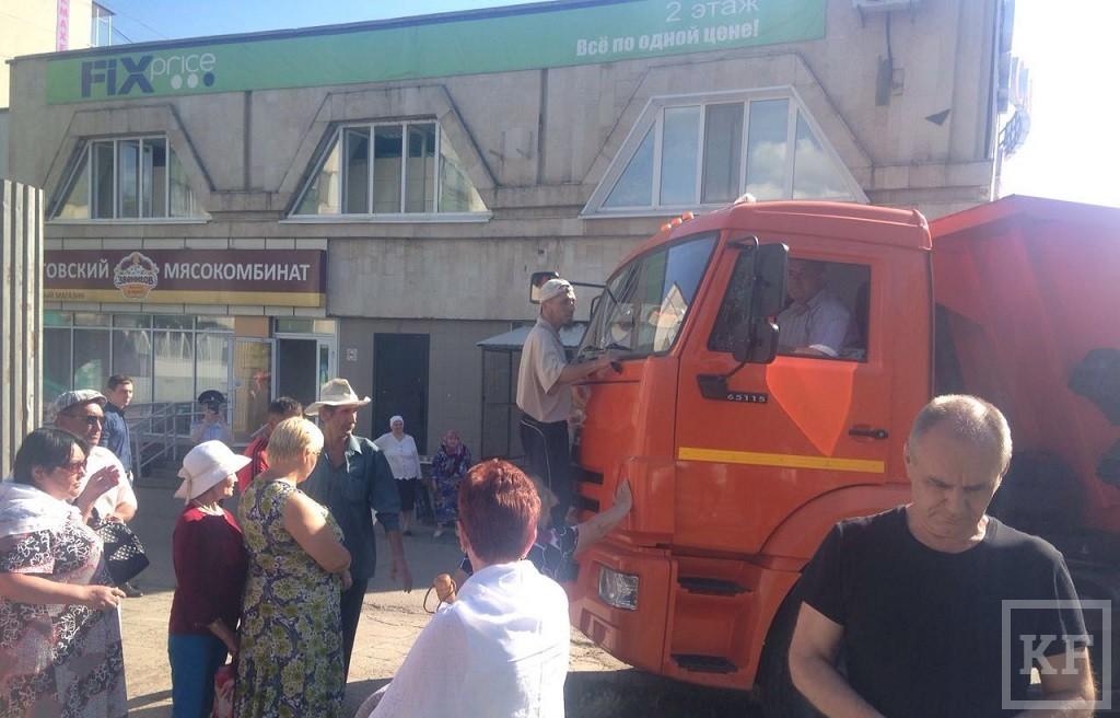 Митингующим против строительства магазина у дома 56/13 в Челнах ломают пальцы и грозят ОМОНом — «Коммунисты»