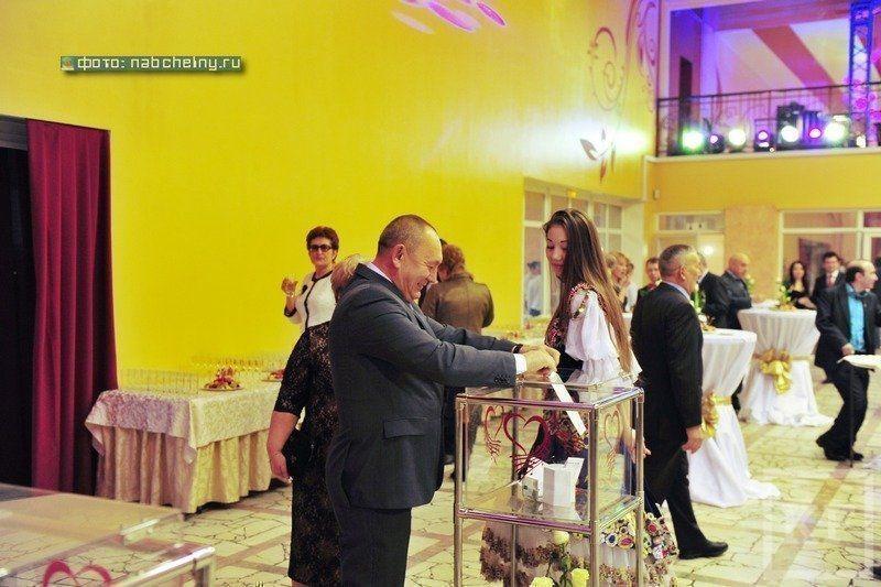 На дне рождения мэра Челнов собрали более двух миллионов рублей для одаренных детей