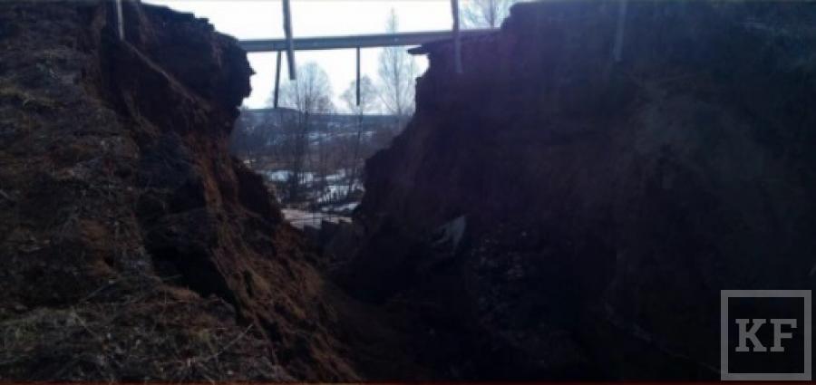 В Татарстане из-за разлива реки обрушился мост