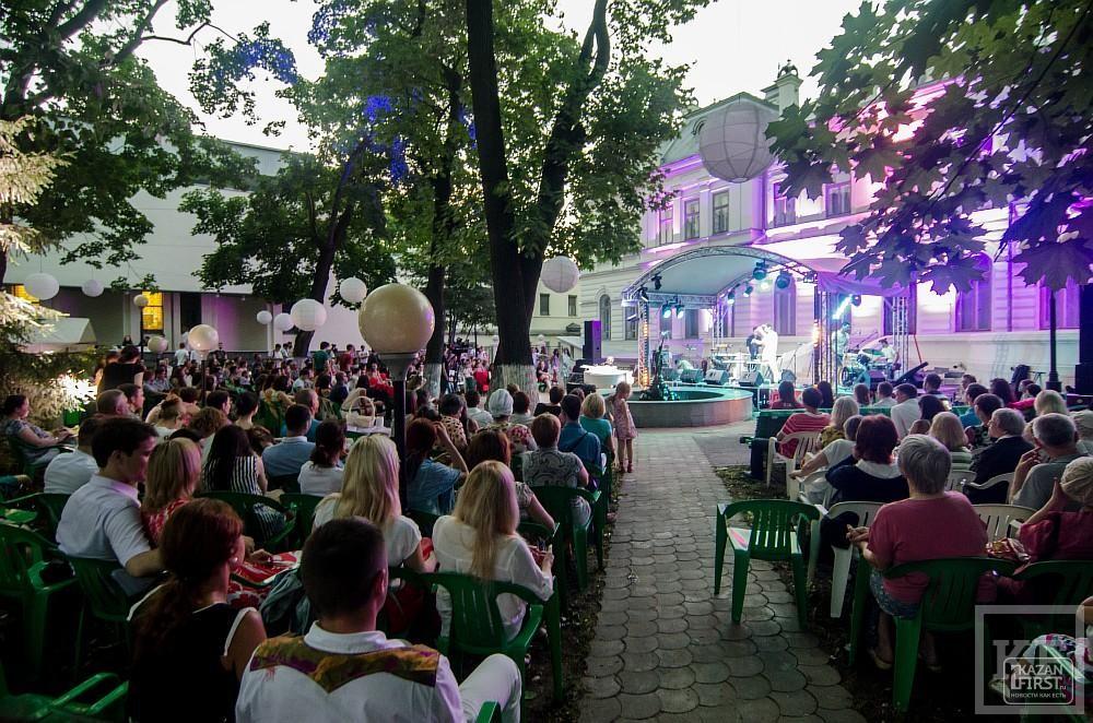 Митя Бурмистров представил новый альбом в Усадьбе Сандецкого