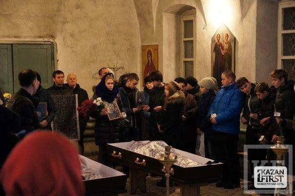 В Юдино похоронили отца и сына Уваровых