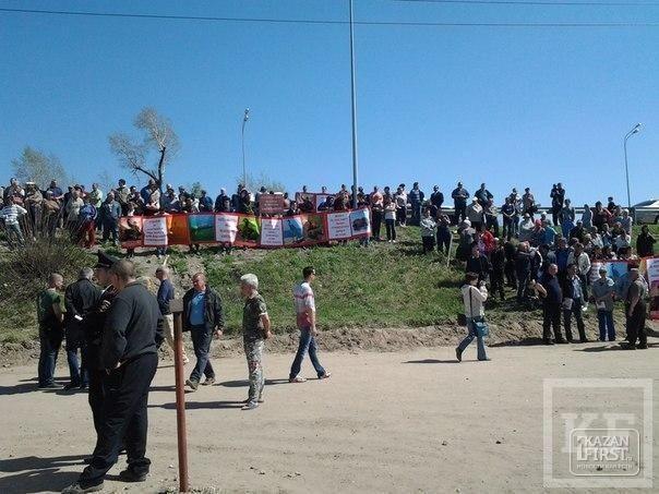 Как жильцы посёлков Займище и Октябрьское под видом флешмоба провели митинг в защиту Волги