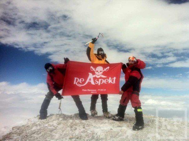 Флаг KazanFirst водрузили на вершину Пика Ленина
