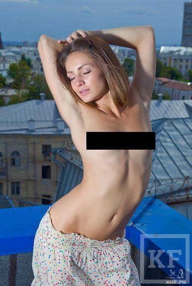 Девушка устроила эротическую фотосессию с видом на Казань