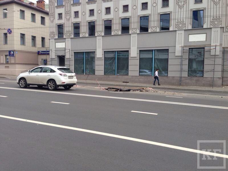 В Казани на улице Пушкина провалился асфальт [фото]