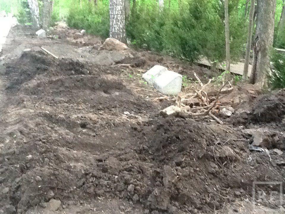 В парке Горького в Казани строители разрушили надгробия – очевидцы