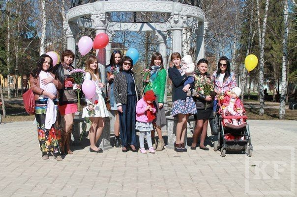 В Бугульме прошел «Флешмоб женственности»