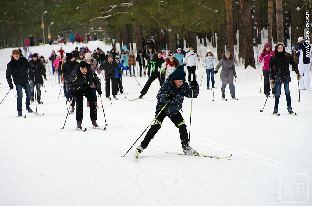 Столпотворение в парке «Прибрежный» – челнинцы вышли на массовую лыжную гонку