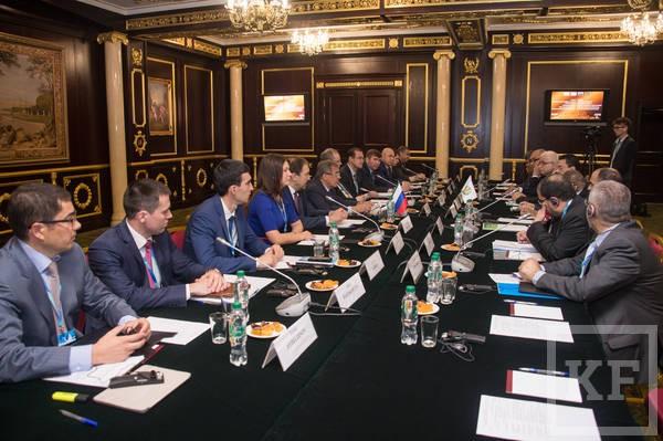 Минниханов предложил перенести в Казань заседание ОИС по торгово-экономическому развитию