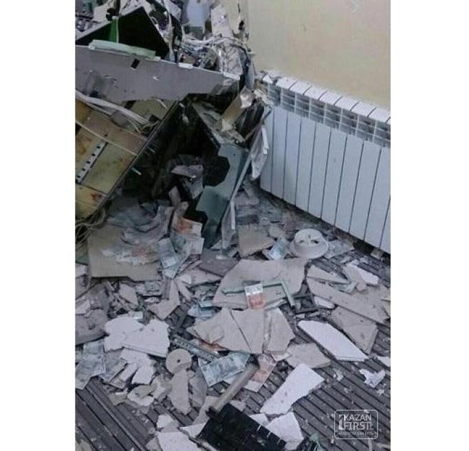 Сбербанк: взорвавшим банкомат преступникам в Челнах деньги похитить не удалось