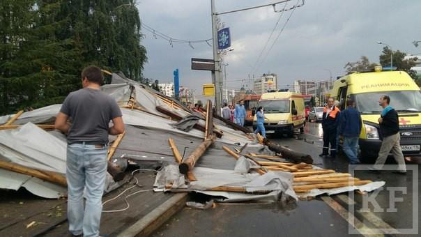 Число пострадавших от урагана в Казани достигло 20 человек