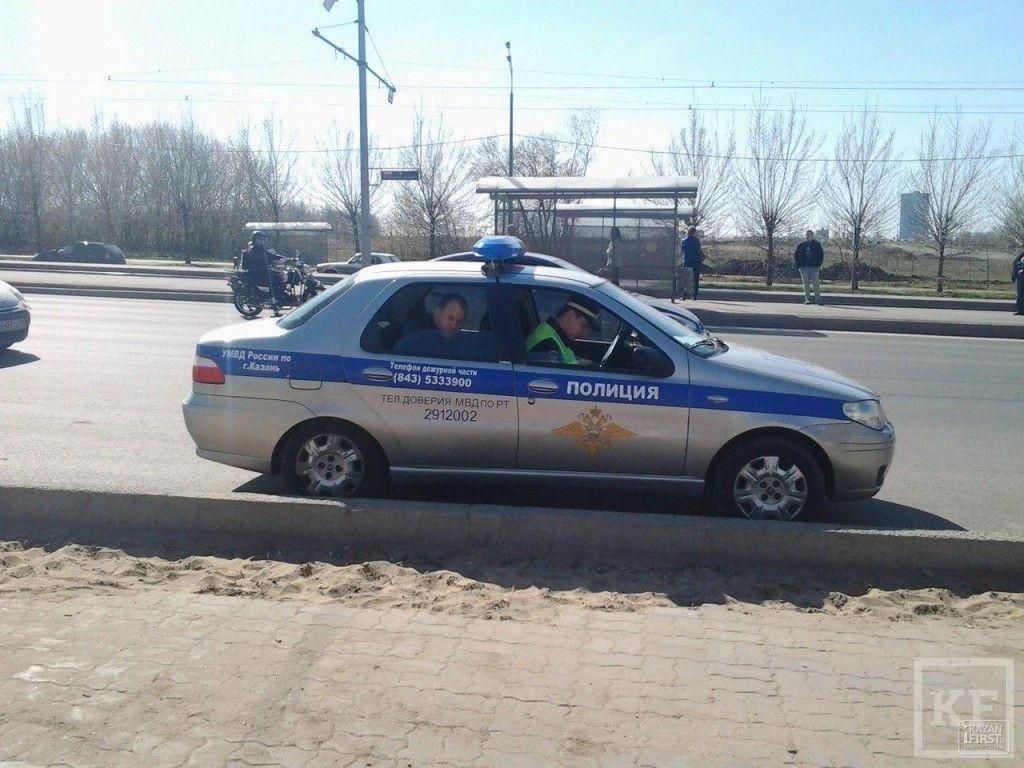 Автомобиль Chevrolet Cruze въехал в остановочный павильон на Южной трассе. Пострадал пешеход