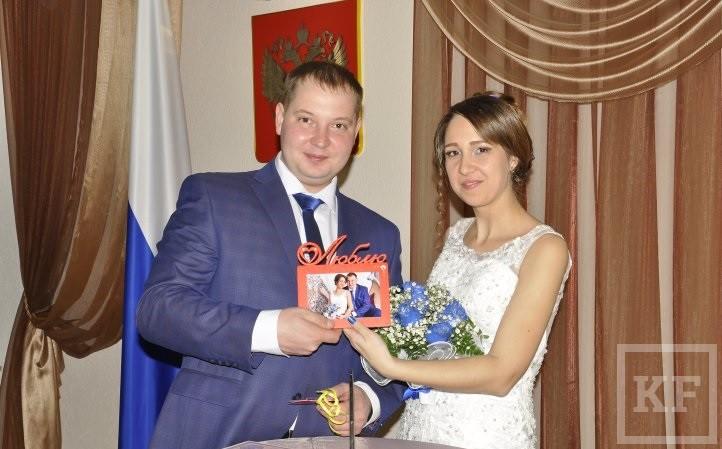 В День святого Валентина в Челнах поженились 14 пар