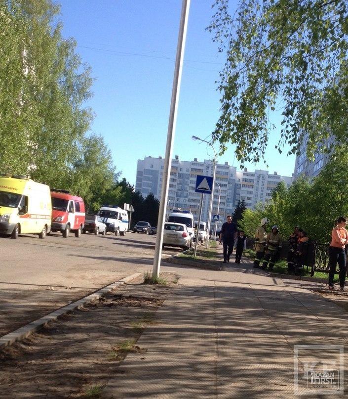 После звонка о заложенной бомбе из школы в Челнах эвакуировали 428 человек
