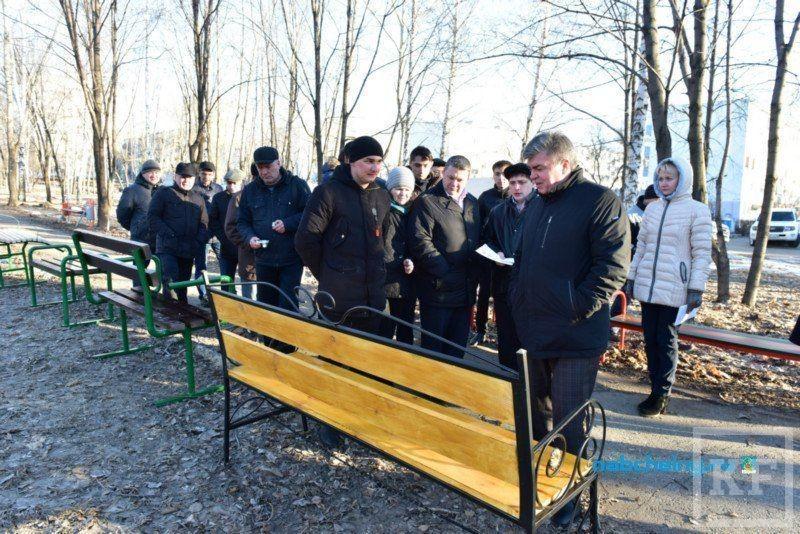 В парках и скверах Набережных Челнов установят скамейки, изготовленные местными предприятиями
