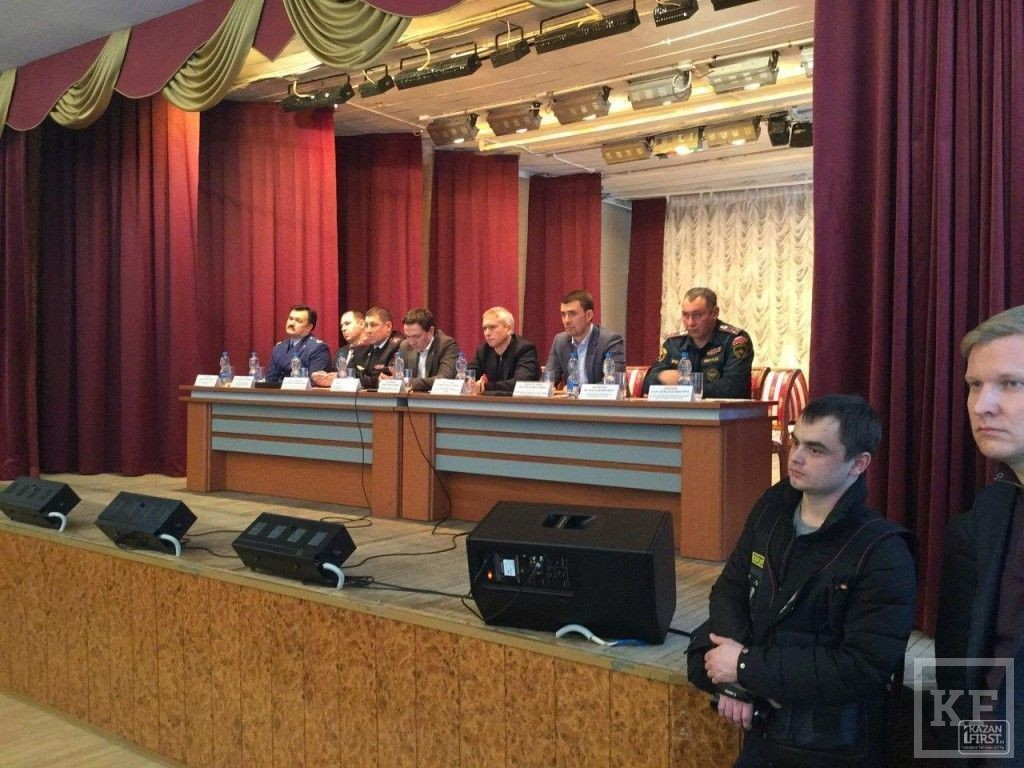 Погорельцы ТЦ «Адмирал» на встрече с властями не поверили обещаниям