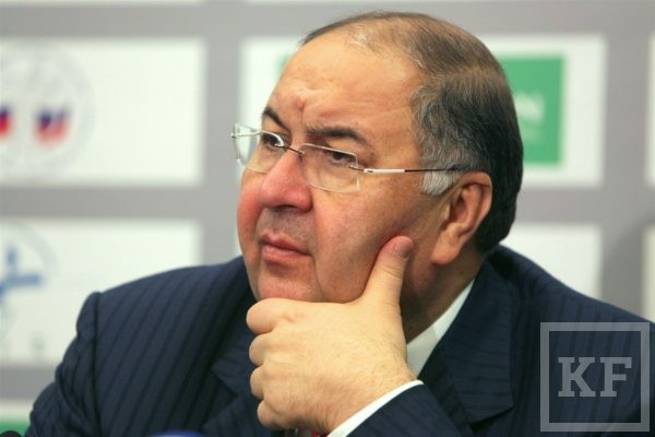 Alisher Usmanov is reelected president of the International Fencing Federation.