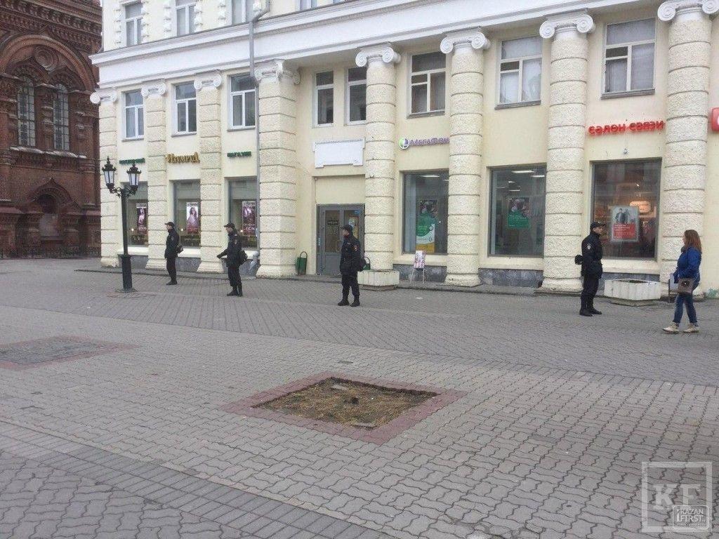 Полиция оцепила два здания на улице Баумана в Казани