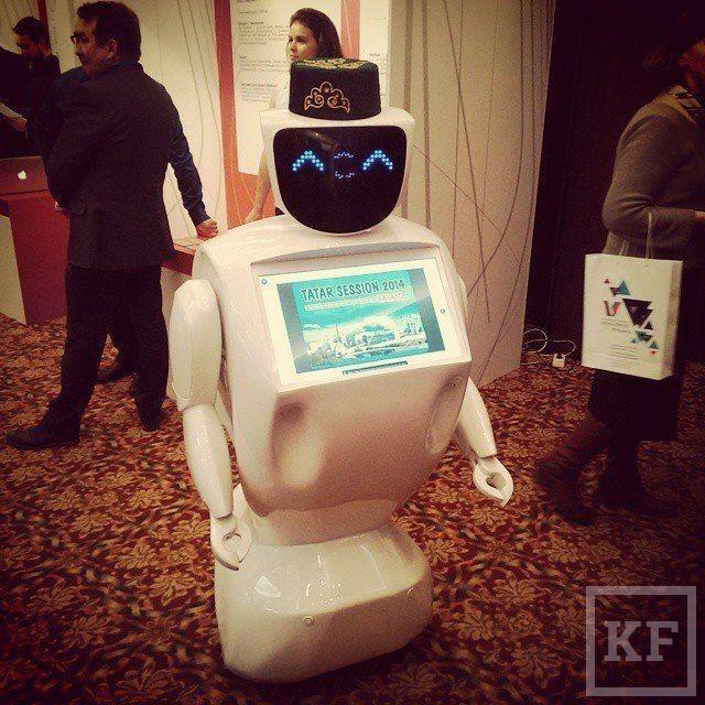 Олег Кивокурцев: «Сегодня это самый автономный робот. Достаточно включить его и уйти. Он будет сам общаться с людьми, привлекать новых клиентов»