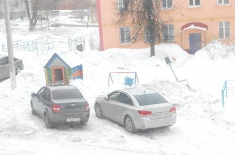 В Лениногорске коммунальщики разгромили детскую площадку — «Народный контроль»