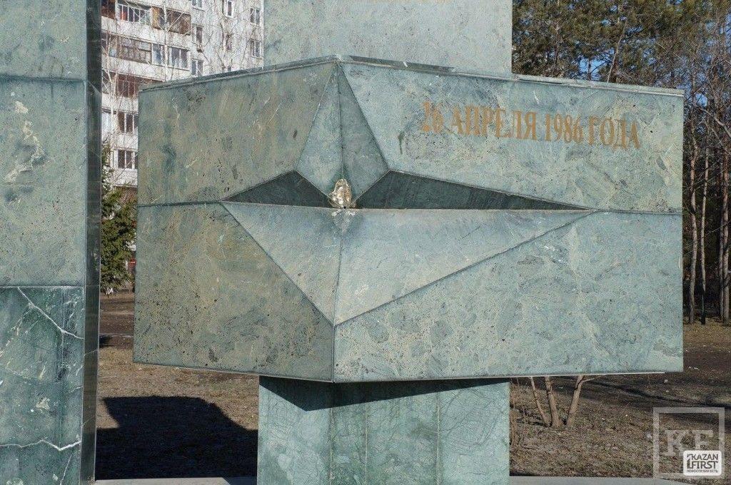Вандалы повредили в Казани памятник участникам ликвидации аварии на Чернобыльской АЭС
