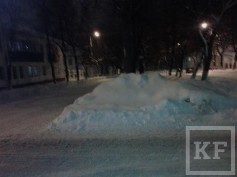 Жители Бавлов жалуются в «Народный контроль» на сугробы и нечищеные дороги