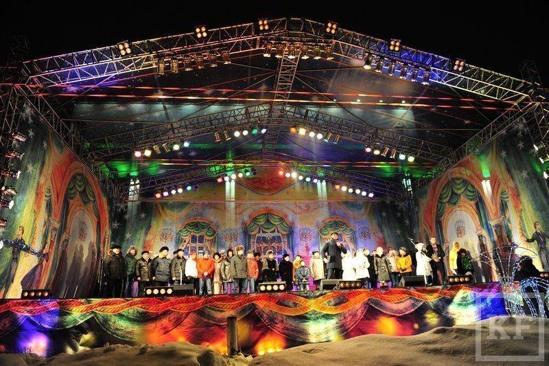 Более 70 тысяч челнинцев  встретили новогодний салют  на площади Азатлык