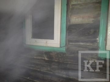 В Нижнекамске во время пожара двое нетрезвых мужчин отравились угарным газом
