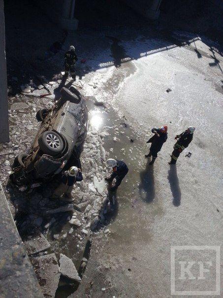 В результате ДТП в Булак упал автомобиль, в котором находились дети