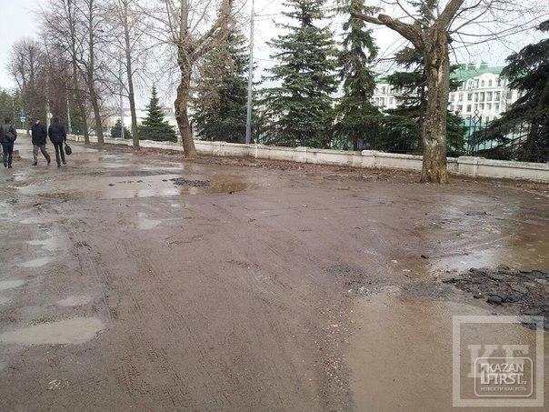 Центр Казани встретит ЧМ по водным видам спорта той же неотремонтированной дорогой