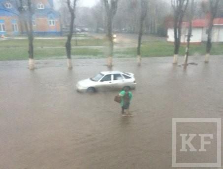 Потоп в Нижнекамске: на главных улицах до 7 утра работала спецтехника