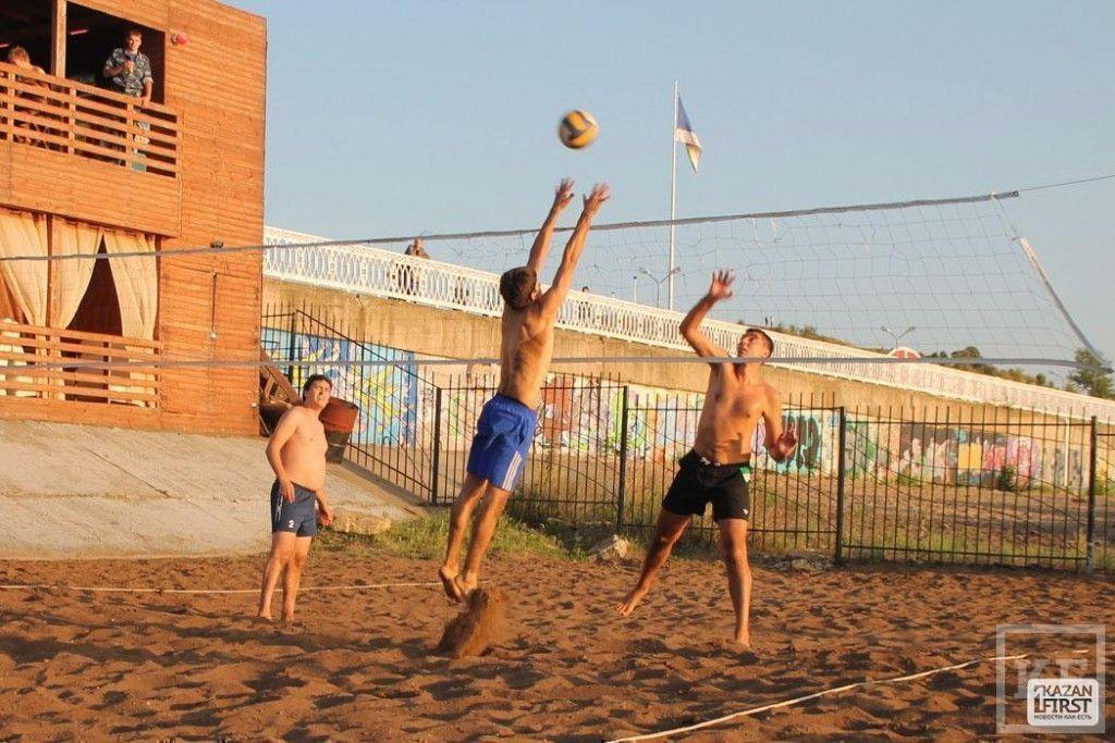 В Челнах продолжается турнир по волейболу