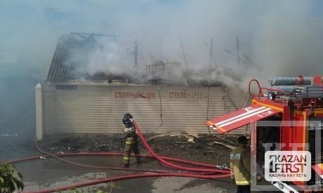 Сегодня в Казани сгорели сразу 2 торговых площадки