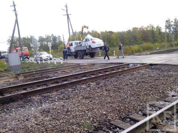 Подробности столкновения поезда и легкового автомобиля в Бугульминском районе