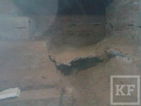 Жители одного из домов Казани возмущены незаконным подкопом фундамента