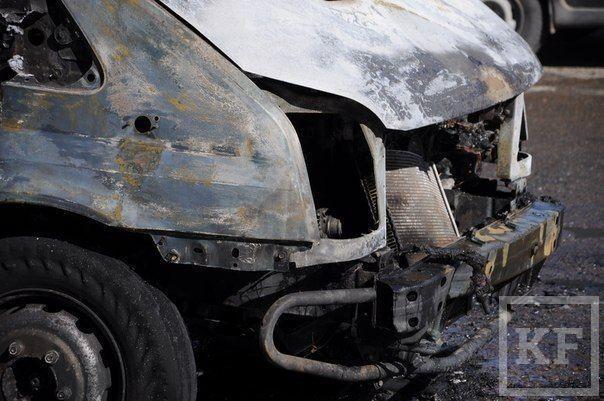 Пассажирский Ford сгорел в Набережных Челнах