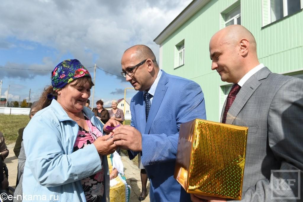 В Нижнекамском районе 14 семей переселили из ветхого жилья в новые квартиры