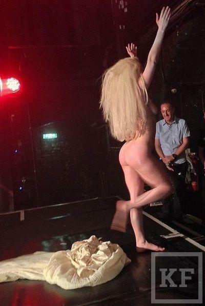 Леди Гага разделась в гей-клубе